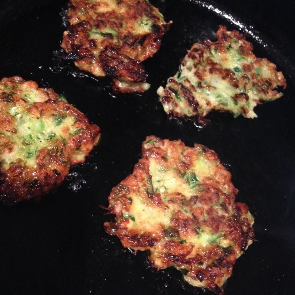 fry zucchini fritters